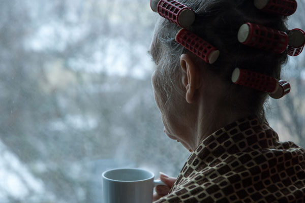 Helping Seniors Overcome the Winter Blues